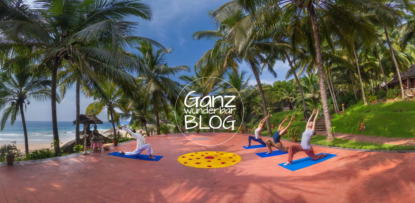 Yoga-auf-der-Yogaplattform-im-Manaltheeram