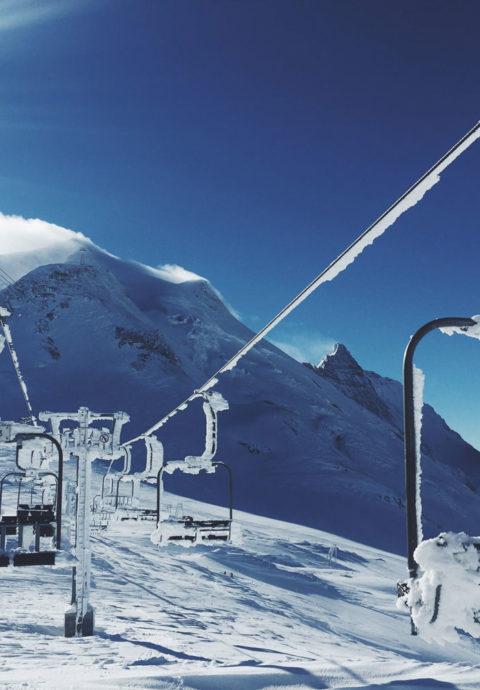 Yogaurlaub und Skifahren