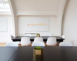 Yoga fürs Büro – So baust du kleine Auszeiten in deinen Arbeitstag ein