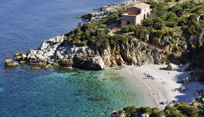 Yoga Urlaube auf Sizilien · Yoga Holidays in Sicily