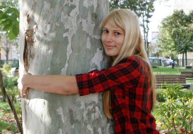 Baum, Umarmen beim Waldbaden