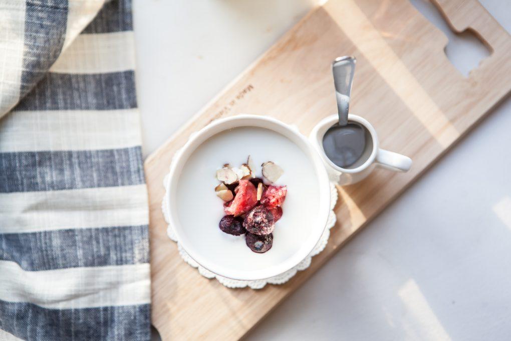 Yoghurt mit selbstgemachten Dörrobst