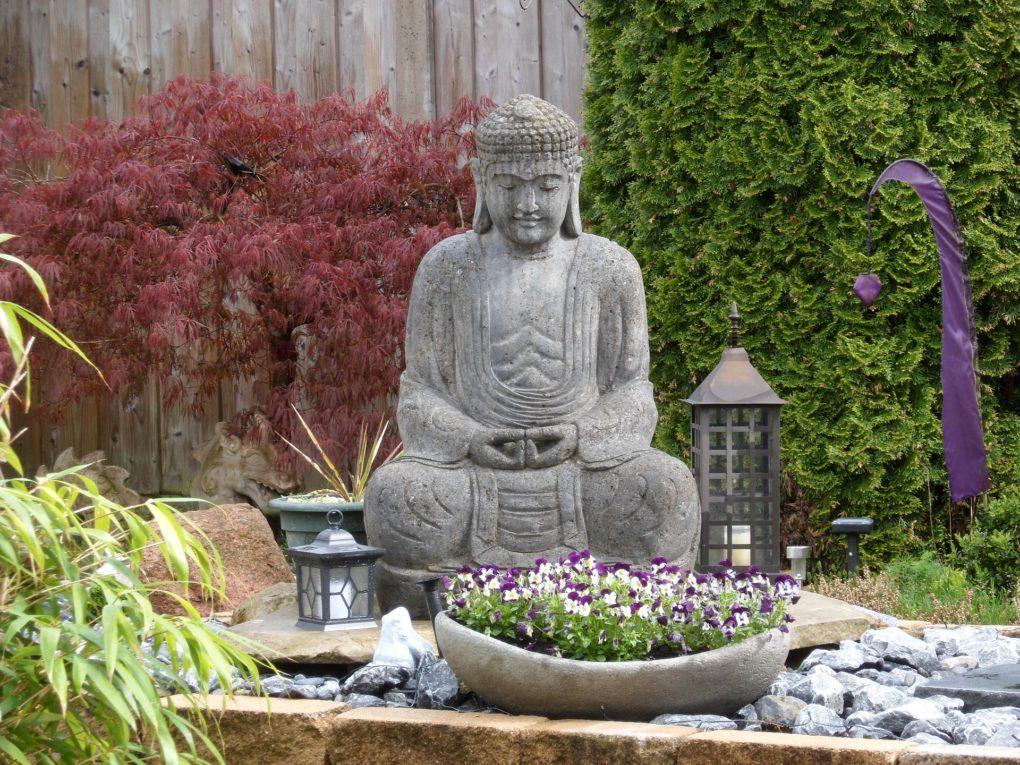 Entspannen und meditieren im Zen Garten