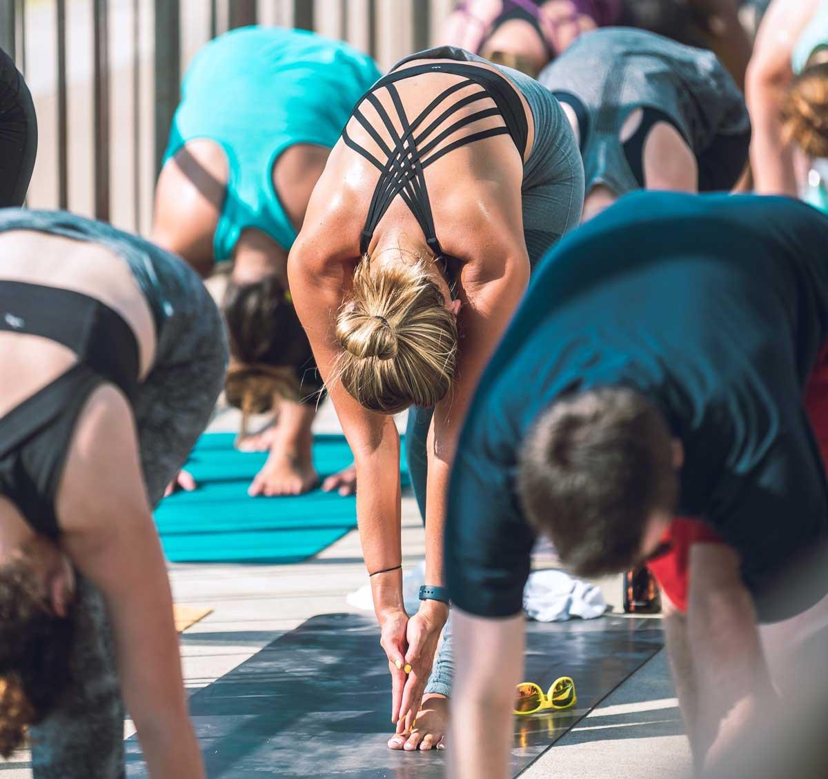 Durch Yoga lernen wir Achtsamkeit